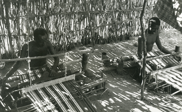 Barawa, weaving, 1968 (Photo: N. Chittick Courtesy of BIEA)